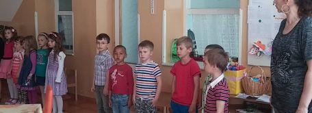 Vystúpenie detí z mš bzince pod javorinou - 13170029_1121275617903700_1211560164_o